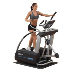 изображена женщина на тренажере для похудения
