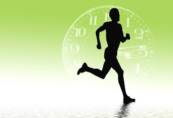 на рисунке бегущий мужчина на фоне часов
