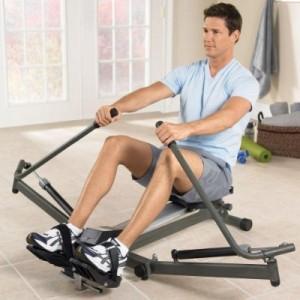 На картинке сужчина занимается фитнесом