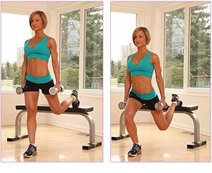 женщина выполняет упражнения для ног