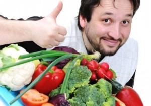 на фото мужчина пропогалдирующий правильное питание для мужчин