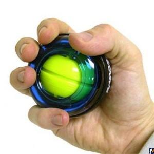 на фото ладонь с powerball