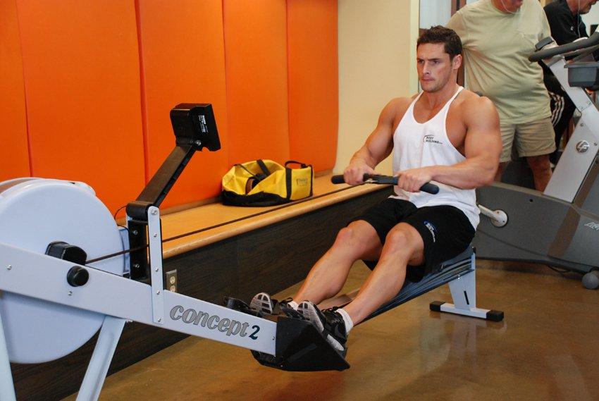 Гребной тренажер для укрепления мышц спины и пресса