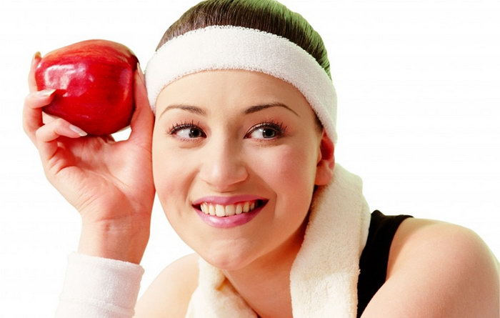 спортсменка с яблоком