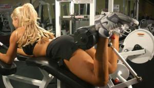упражнение сгибание ног лежа на тренажере