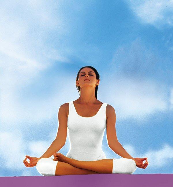 основные позы йоги: поза лука и поза кузнечика
