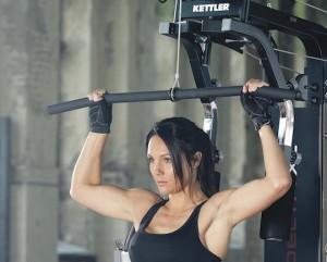 преимущества силовых тренажеров со встроенными весами