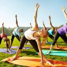 Фитнес йога идеальна для женщин, может быть использована детьми достигшими 6 летнего возраста