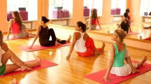 специализированные центры йога практика проводят занятия для мужчин, женщин и детей