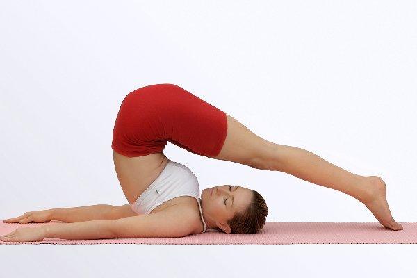 Какие есть упражнения йоги для позвоночника