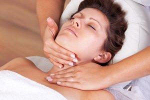 Избавление от морщин на шее при помощи массажа